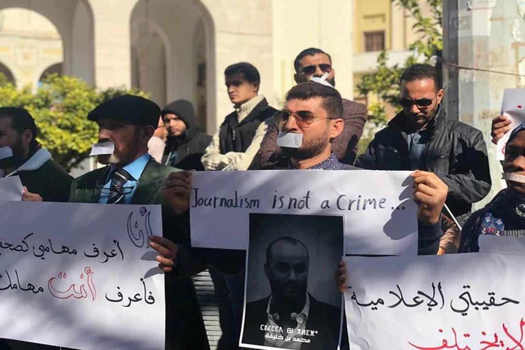 صحفيون يتظاهرون إحتجاجا على تنامي العنف بحقهم