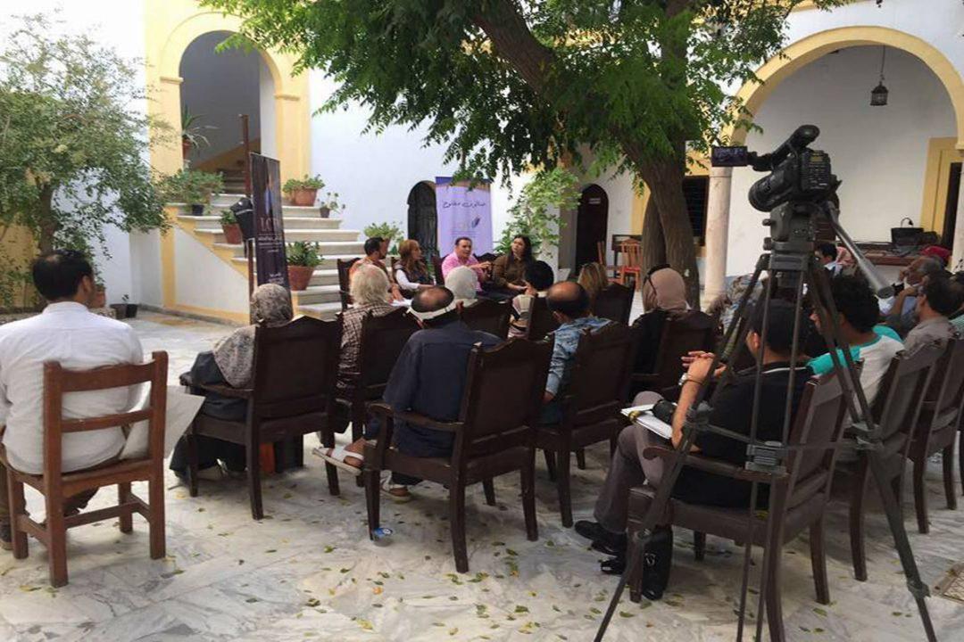 صحفيون من وسائل إعلامية مختلفة يٌناقشون مبادرة تأسيس نقابة جامعة