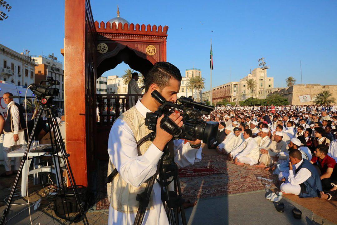 الليبي لحرية الصحافة يٌعبر عن رفضه الشديد لمنع مصورين من تغطية صلاة العيد .
