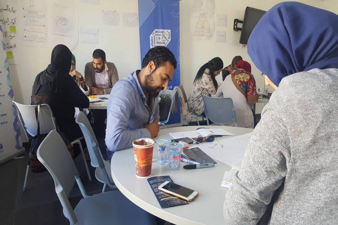 فريق الأعضاء يٌجري تدريباً حول تخطيط السياسات حملات المٌناصرة لعام 2017